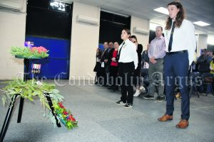 Ladeisha-Lee Capewell and Ryan Goodsell laid a wreath on behalf of the School. Image Credit: Melissa Blewitt.