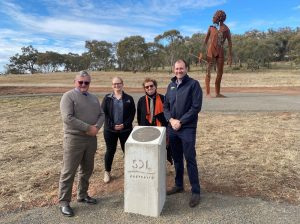 Lachlan Shire Mayor Counncillor John Medcalf OAM, Evolution Mining Community and External Relations Steff Wills, Forbes Arts Society Chairperson Dr Karen Ritchie, and the Honorable Sam Farraway MLC unveil the latest addition to the Sculpture Down the Lachlan trail, 'Heart of Country'. Image Credit: Forbes Art Society.
